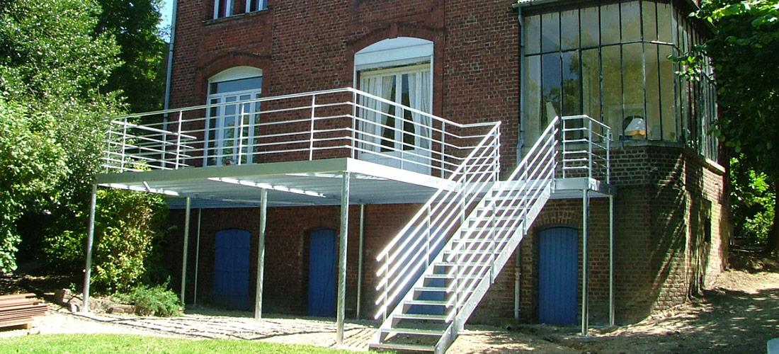 rampes, structure en acier, plateformes, escaliers