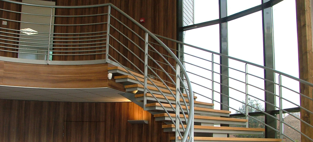 rampes, structure en acier, escaliers