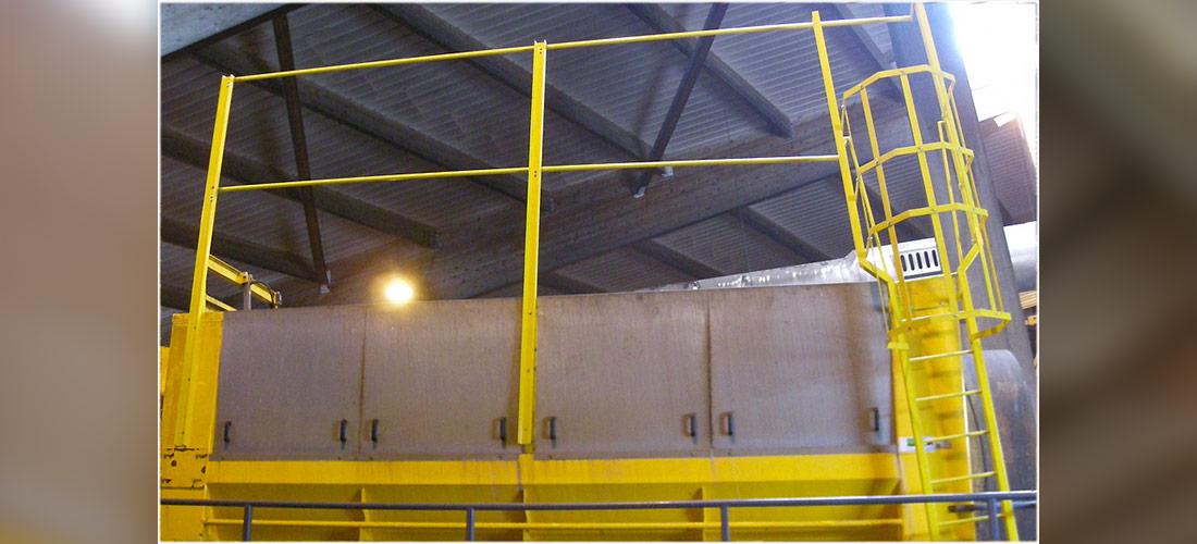 Passerelles d'accès pour la production et/ou la maintenance, avec accès par échelle à crinoline ou escalier